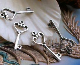 set/5 Charms: Heart Key - 27 mm - Antique Silver tone metal