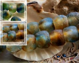set/2 TRADE BEADS - Handelskralen uit Ghana - ca 13-14 mm - Amber Blauw Groen