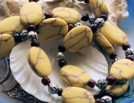 C&G Collier: Antieke Afrikaans Tradebeads & Geel Turquoise