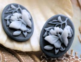 1 Cabochon van Kunsthars: Vlinder+Bloem - Ovaal 25x18 mm - Zwart Wit