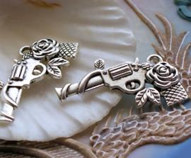 set/3 Hangers/Bedels: Roos Revolver - Gun & Rose - 32 mm - Antiek Zilver Kleur Metaal
