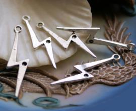 set/5 Bedels/Hangers: Bliksem - 36x10 mm - Zilver Kleur Metaal