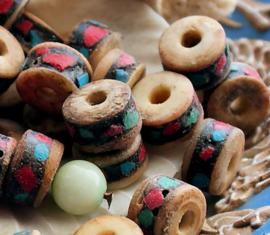 YAK BONE:  1 Tibetaanse Kraal - ca 10x7 mm - Ingelegd met Koraal & Turquoise