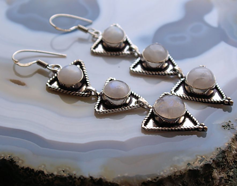 Paar mooie Oorbellen: echt Wit Regenboog Maansteen
