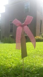 Roze strikje op stokje