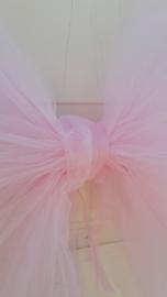 Deurstrik in roze tule