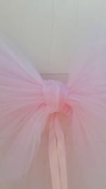 Deurstrik van tule in roze met lint