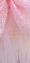 Roze strik van KANT op band van TULE