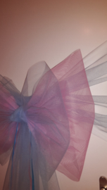 'Gender Reveal strik' :Tule strik in roze en blauw met blauwe band en twee linten