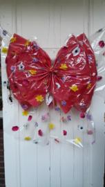 Rode strik met bloemetjes