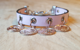 Roze leren armband met rosé bedels