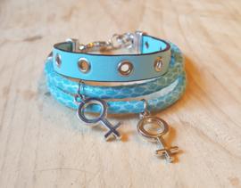 Blauwe leren armband 3 banden met zilveren bedels