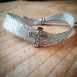 Zilveren lint armband met kruis
