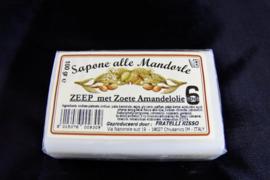 100 gram zeep met zoete amandelolie