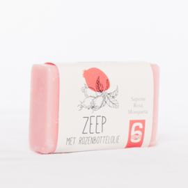 100 gram zeep met rozenbottelolie (papieren wikkel)