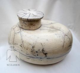 Mooie urn in rakuglazuur