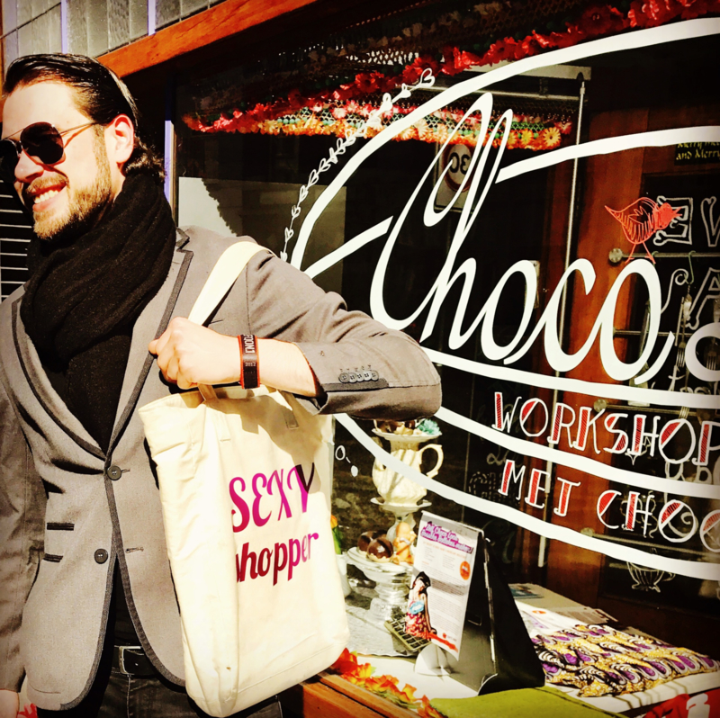 Chocolade & Shoppen met een Sexy Shop Assistant