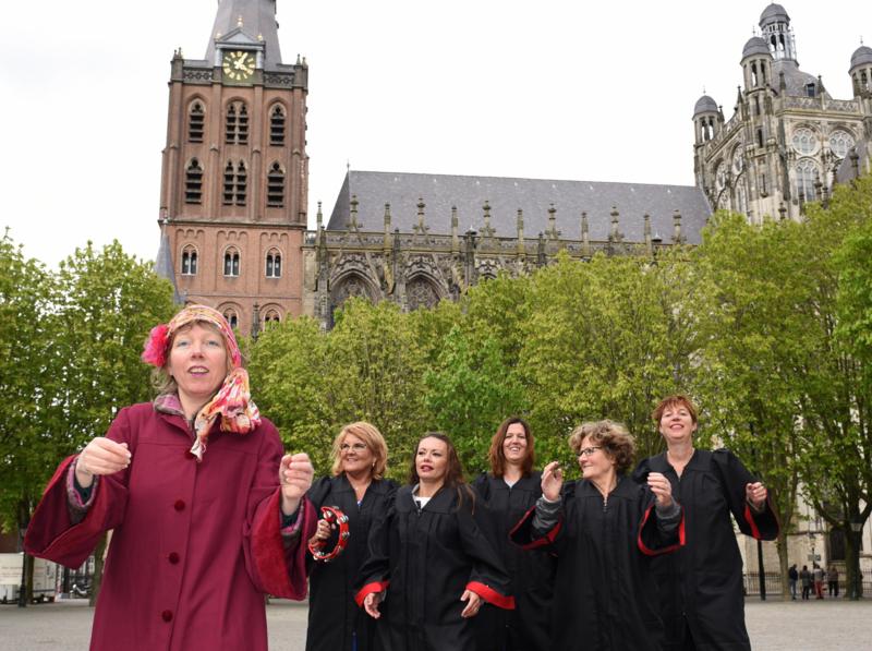 Bossche Bol LOL en zingen met de Koningin van Brabant
