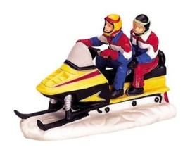 Skipiste & Schaatsers / Ski Slope & Ice Skating