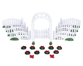 Plastic Arbor & Picket Fences With Decorations, Set Of 20