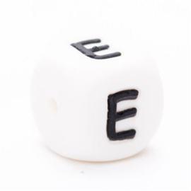 Letter E Siliconen kraal 12mm