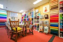 Wolvilt, borduurpakketten, acryl en de workshoptafels