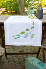 Leaves & Grass Table Runner Vervaco
