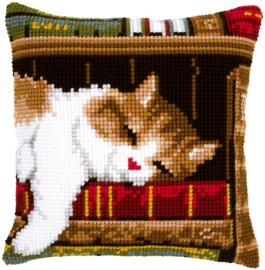 Slapende Kat op Boekenrek Vervaco Kruissteekkussen