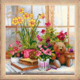 Daffodils on the Windowsill ( Narcissen op de Vensterbank) Aida Borduurpakket Riolis 1762