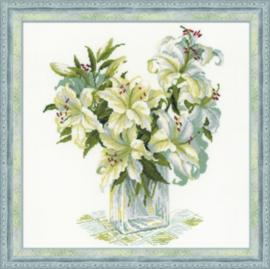 White Lillies Aida Borduurpakket Riolis