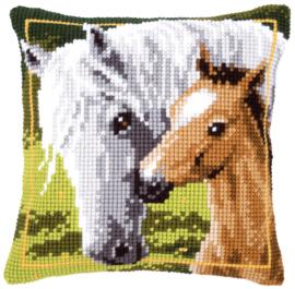 Wit paard met Veulen Kruissteekkussen Vervaco