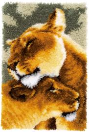 Leeuwinnen liefde III Knooptapijt Vervaco