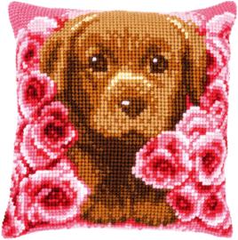 Puppy tussen rozen Voorbedrukt Kruissteekkussen - Vervaco