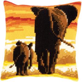 Olifanten in Avondlicht Kruissteek Kussen Vervaco
