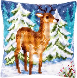 Hert in de winter - Kruissteekkussen - Vervaco