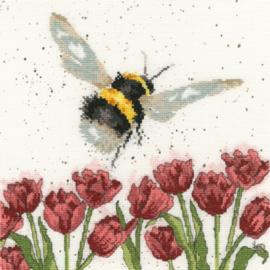 Flight of The Bumble bee Borduurpakket Wrendale Designs by Hannah Dale XHD41