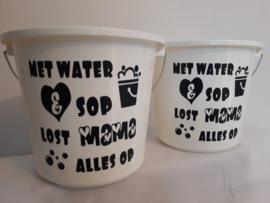 Poets-emmer | Met water en sop lost Mama/Oma alles op