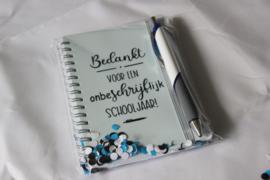 Notitieboekje + pen 'Onbeschrijflijk schooljaar'