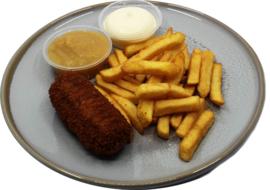 Patat groot bord met rundvlees, goulash, garnalen kroket inc. mayonaise of ketchup