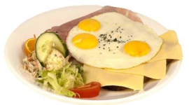 3 gebakken eieren en 3 boterhammen  ham kaas met thee, koffie of sinaasappelsap.
