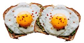 2 gebakken eieren en 2 boterhammen met thee, koffie of sinaasappelsap.