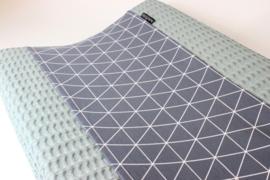 Aankleedkussenhoes wafel grof oudgroen met geometrische driehoek