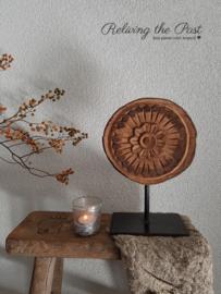 Houten ornament / plate op statief 5
