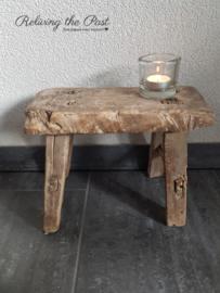 Authentieke houten vensterbankkrukje M