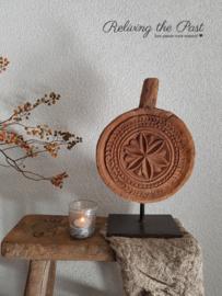 Houten ornament / plate op statief 1