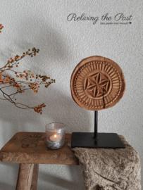 Houten ornament / plate op statief 4
