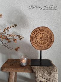 Houten ornament / plate op statief 6
