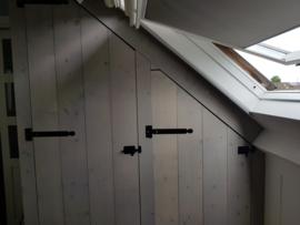 Kast onder schuin dak