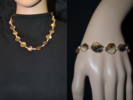 Handgemaakte halsketting met bijbehorende armband.