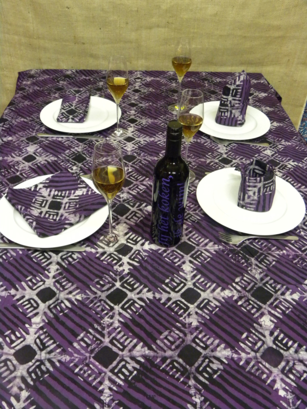 Tafelkleed Akosombo incl. 6 servetten.